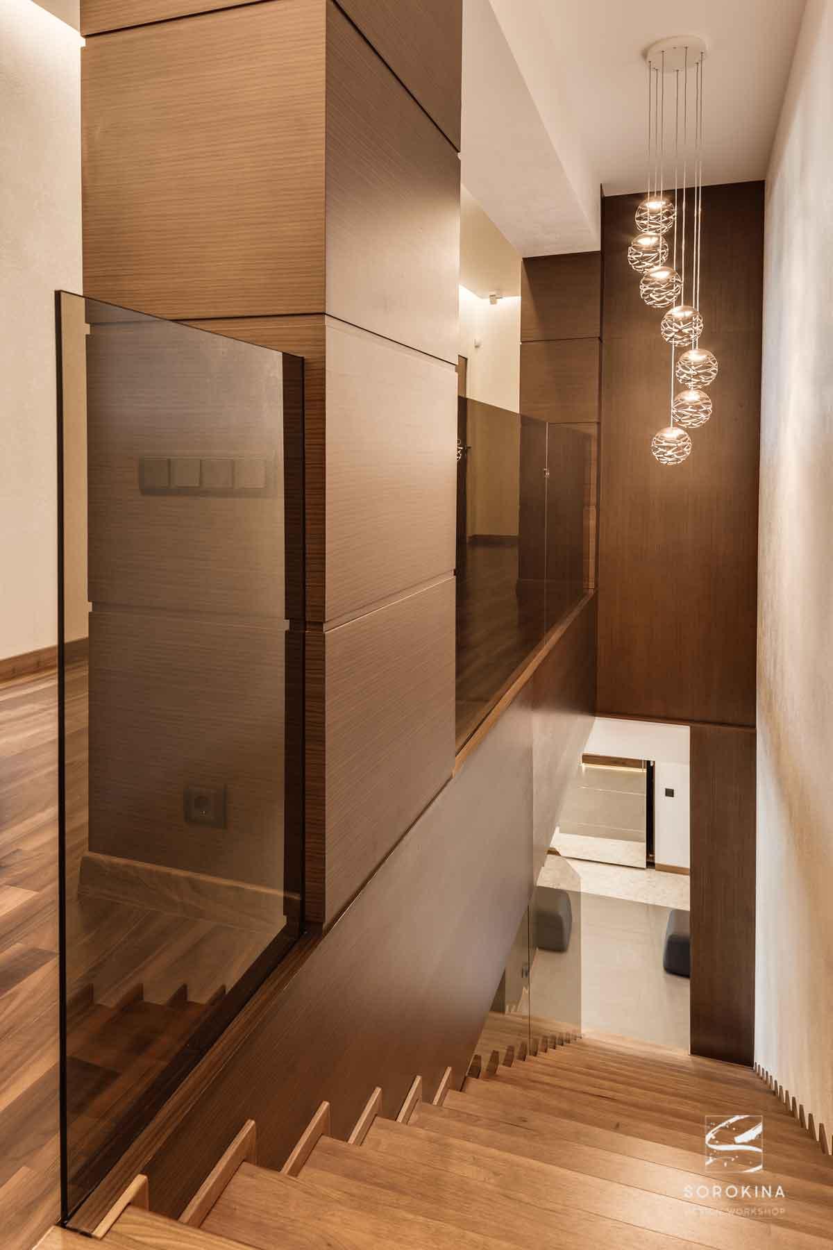 интерьер-лестницы-Amber-wood-apartment